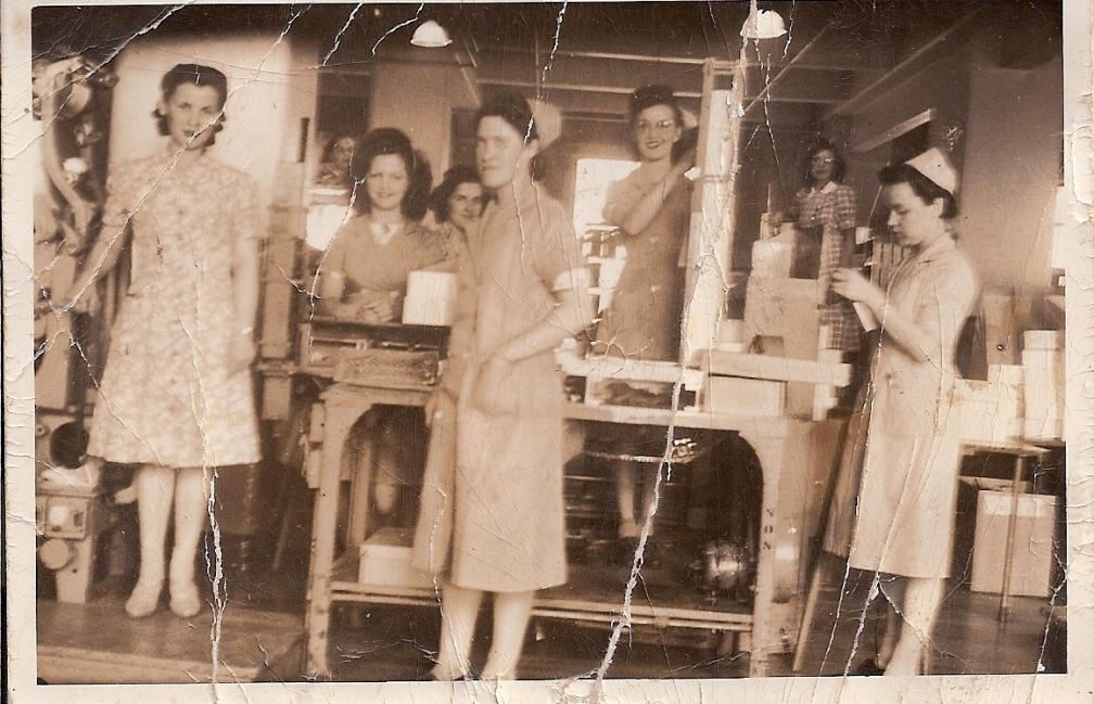 Geneviève Chartrand à l'Imperial Tobacco en 1941