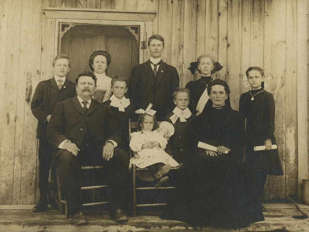 famille Aquila Lauzon vers 1910